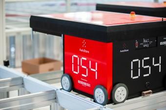 Robot AutoStore w magazynie Bergfreunde