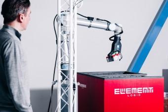 Robot RHR od Element Logic i pracownik Element Logic