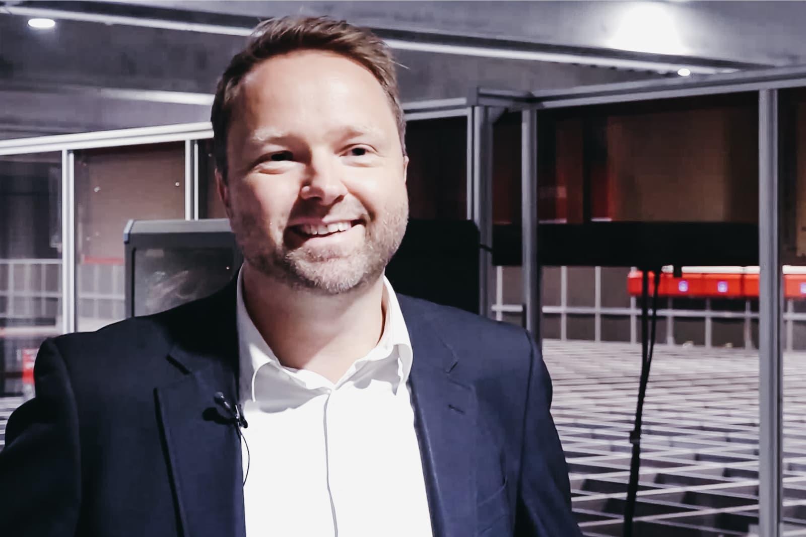 Ivan Jæger Christiansen z Proshop w automatycznym magazynie Element Logic