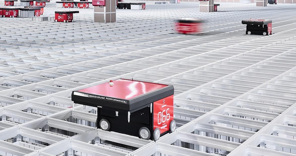 Robot R5 poruszający się na kratownicy, złożonej łącznie z 12 000 pojemników magazynowych.