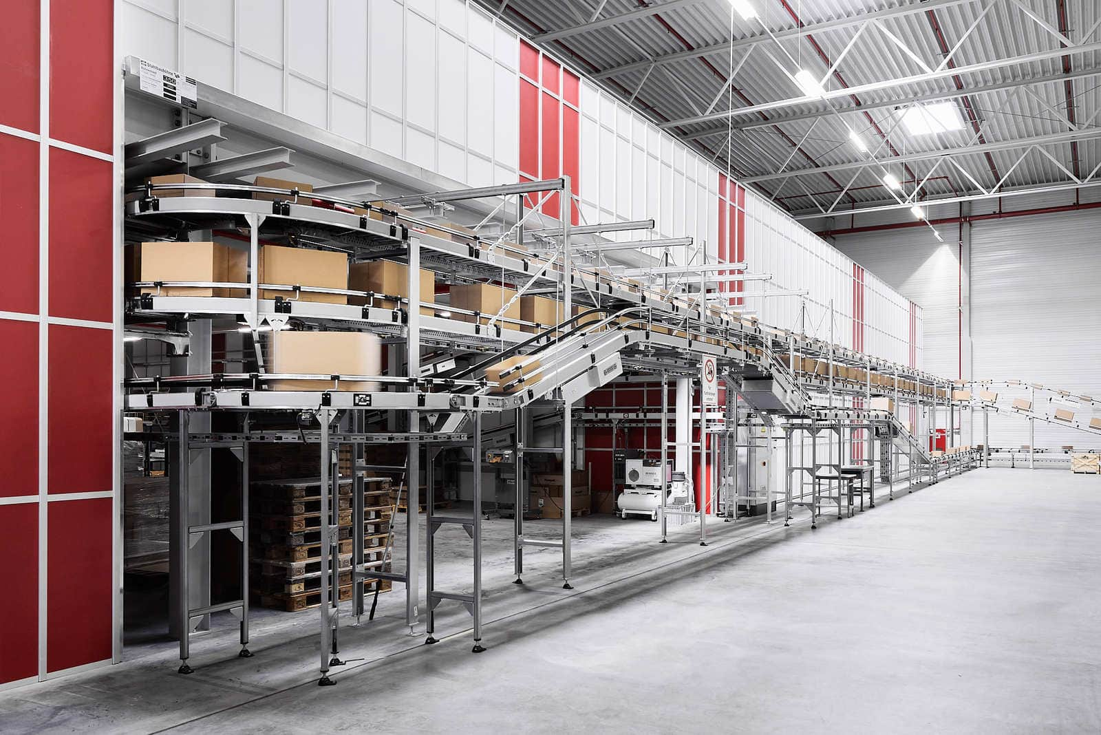 Rozbudowa Bergfreunde - technologia przenośników kartonów