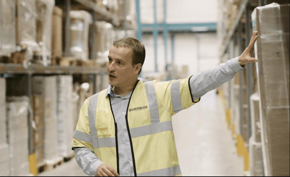 Kierownik Projektu Nils Grille koordynuje i kontroluje jakość procesu - zapewniając płynną i precyzyjną realizację.